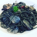 [Blogged] TheBlack Lips Pasta with Seafood(SGD$15.90) was basically squid ink spaghetti with an array of shellfish, prawns, crabstick and squids.