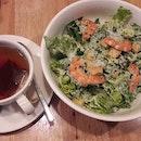 Lunch with a crunch at Medz - Caesar salad add shrimps, with an Earl Grey tea.