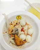 Back at Song Kee and thought of trying something new: fishball noodles with kway teow (flat rice noodles).