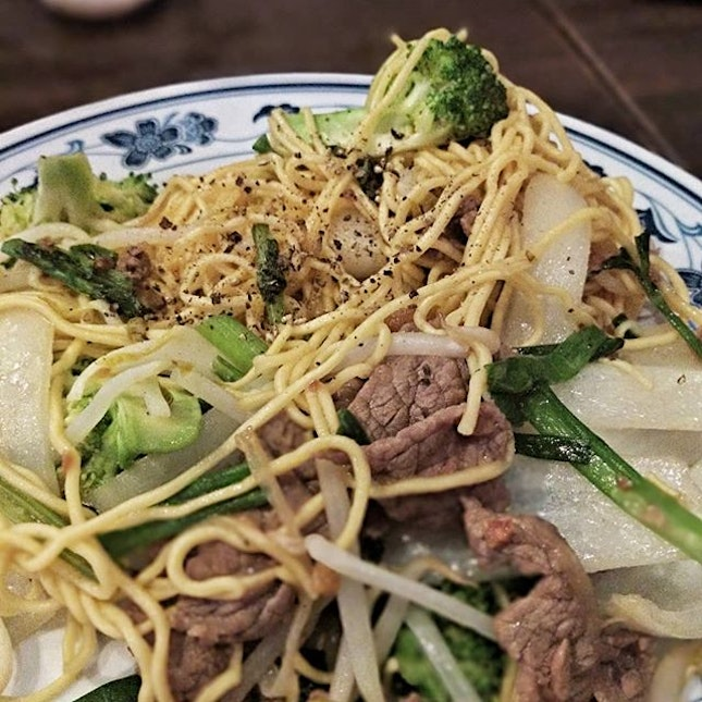 Usually at Long Phung or other Vietnamese restaurant I'd opt for dry vermicelli (with poured-on sauce) or pho.