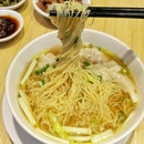 With recommendation from a friend I finally found a decent Hong Kong style wanton mee.