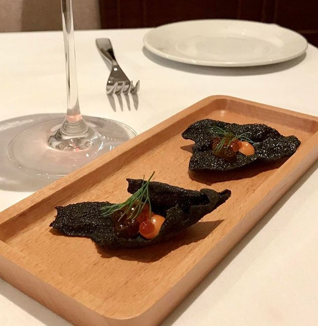 Up coming Amuse Bouche at 28wilkie Ikuru with squid ink cracker and tomatoe purée #caviar #italianrestaurantsingapore #torcianowinery #burpple #italianfood #28wilkie