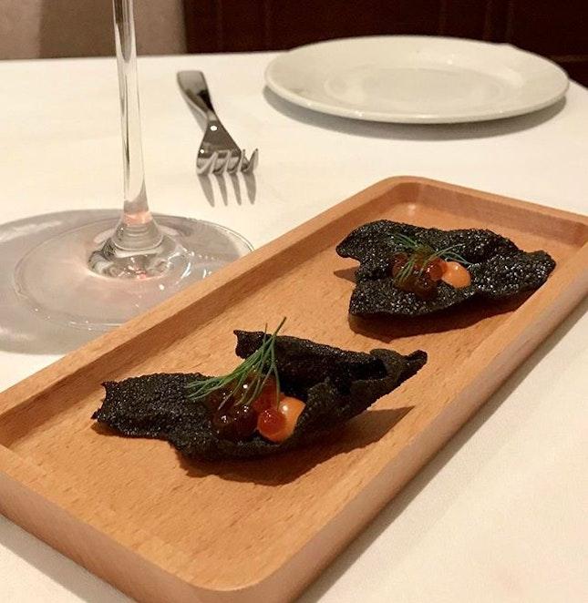 Up coming Amuse Bouche at 28wilkie Ikuru with squid ink cracker and tomatoe purée #caviar #italianrestaurantsingapore #torcianowinery #burpple #italianfood #28wilkie
