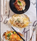 PS I ❤️ U #happiness #fluffyunicorn🦄 #2018❤️ #cafehoppingsg #alltimefavorite #burpple #trufflefries #meegoreng #bolognese #highcarboday😂