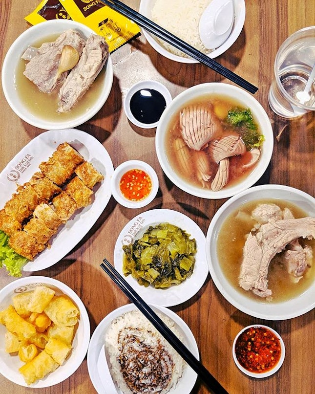 Nothing is worth eating than #bakkutteh during rainy day!