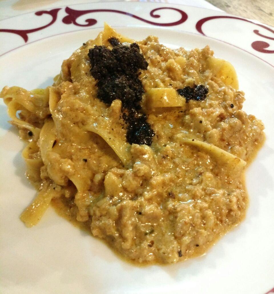 Fettucine con Salsiccia e Tartufo Nero ($27.90++)