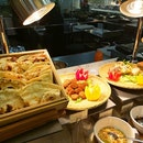 Weekday buffet lunch ($40 1 for 1).