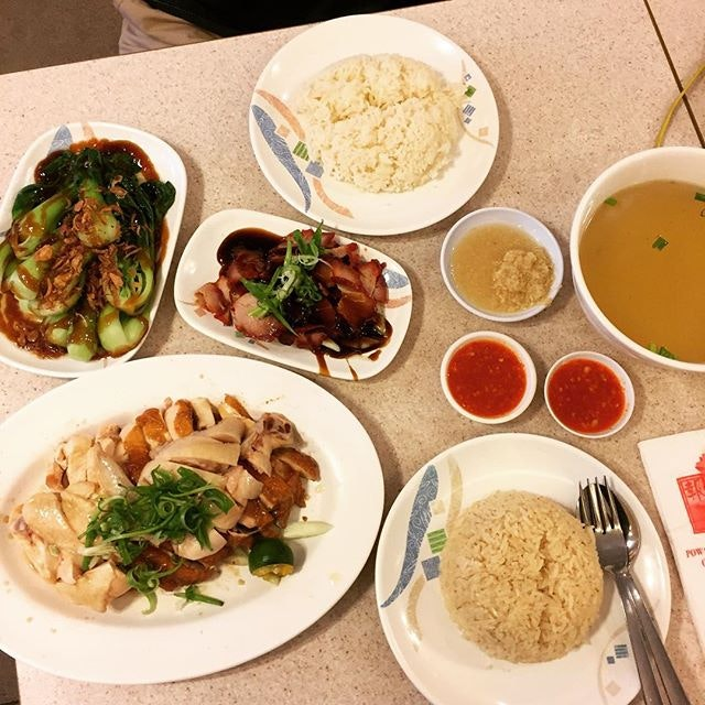 Pow sing chicken rice, 1/2 chicken, charsiew and vegetable.