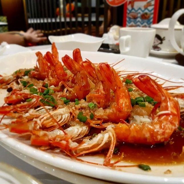 Steamed prawns with minced garlics @putien_sg Kitchener Rd