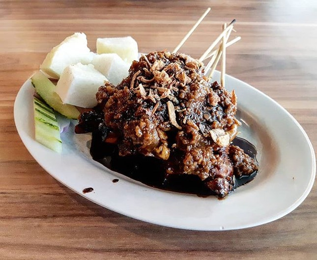Chicken satay @ayampresident Kallang Wave  It is different with local satay, the chicken is not sweet and the sauce consist of peanut and soya sauce.