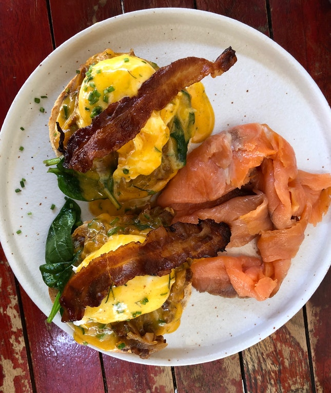 Eggs Benedict (with salmon)