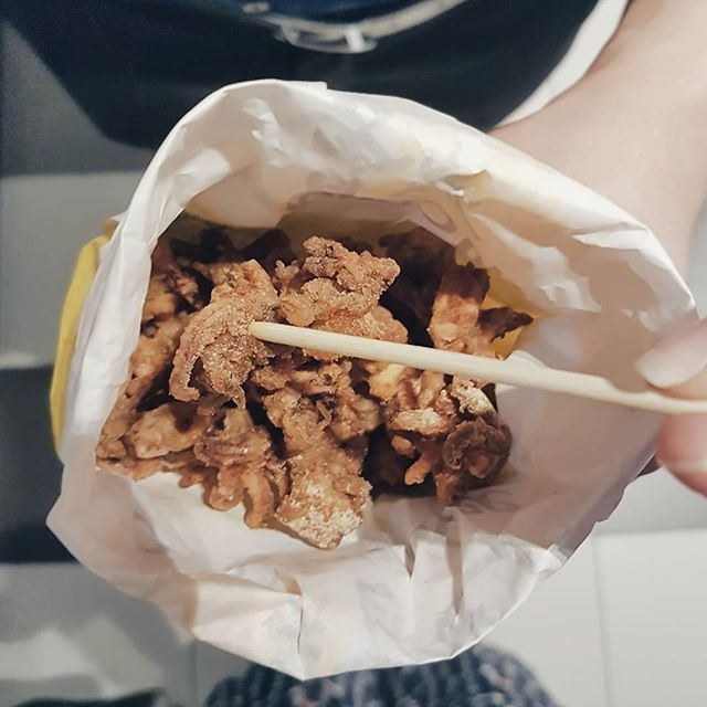 Kae never miss a packet of Popcorn Squid whenever we walk pass Old Chang Kee, they are only available till end of June!