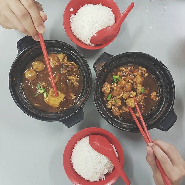 📍 Lau Wang Claypot Delights  263 Serangoon Central Drive, 01-43, 550263 🍽 Sesame Oil Chicken Claypot, Pig Organ Claypot 💸 $4.80, $4.80 ⚊ The claypots we ordered taste the same, we should have ordered one in spicy flavour instead.