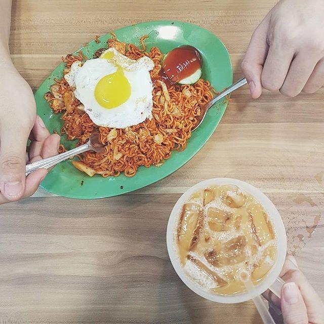 Best supper combination = Magiee Goreng + Teh Peng ⚊ ▪ ▪ ▪ ▪ #igsg #singapore #sgfoodie #sgfood #foodsg #sgfoodies #sgeats #sgfoodporn #instafood_sg #sgcafe #burpple #foodporn #foodlover #foodpics #foodphotography #foodgasm #food #foodie #instafood #feedfeed #먹스타그램 #먹방 #먹스타 #yum #delicious #nomnom #supper #good #happy #likeforlike