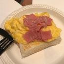 Scrambled Egg w/ Toast