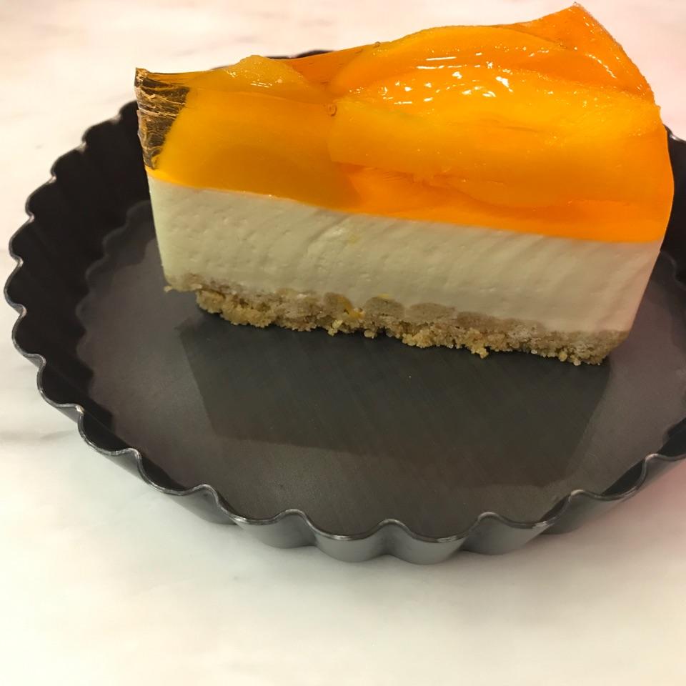 Peach jelly cheesecake