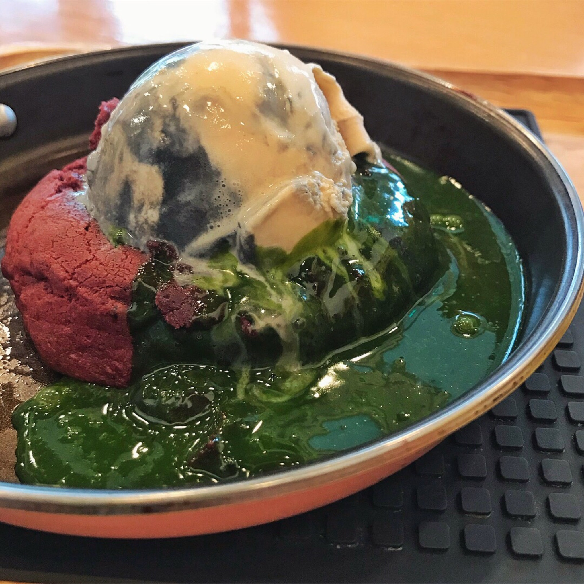 Red velvet matcha lava cookie
