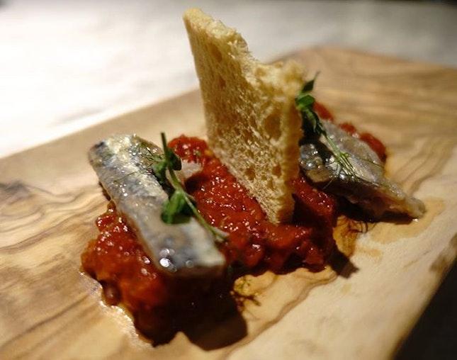 Tartar de Tomate con Sardinas Marinadas to whet our appetites.