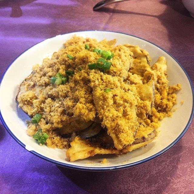 Deep fried brinjals in pork floss.