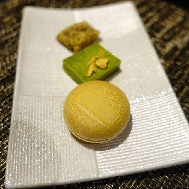 Our lovely evening at Kakure ended with these trio, Monaka with Hojicha ice cream, warabi mochi, green tea chocolate.