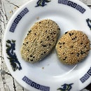 We also tried some sesame pastries, sweet black sesame and savoury radish stuffings.