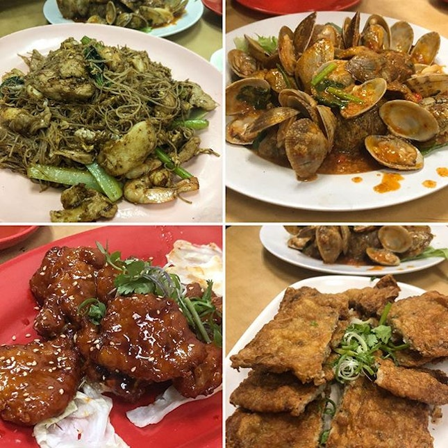 Besides the clay pot rice, we also shared their beehoon (pretty good wok hei), spicy lalas, pai kuat wong and the prawn rolls.