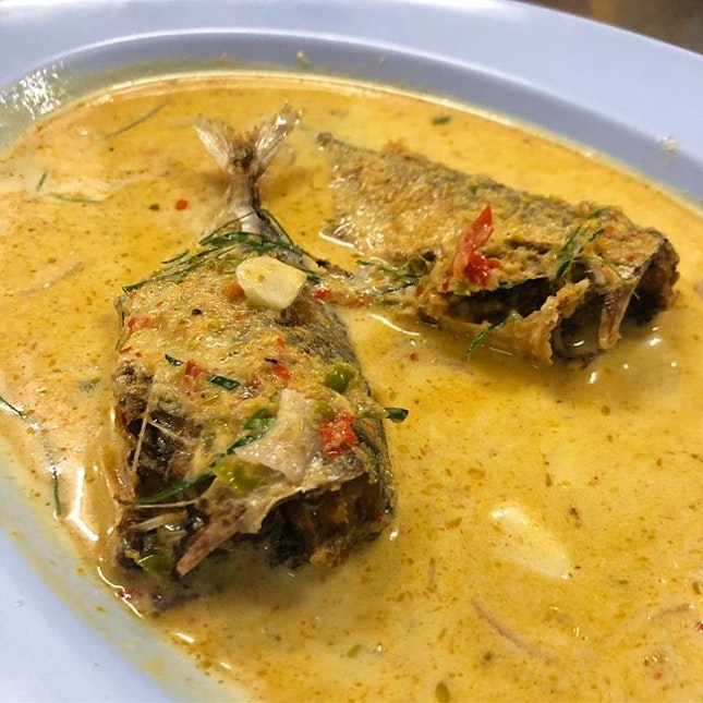 Our hearts are broken because we found out that they don't have mackerel cheeks on Sundays but thank goodness, we could still order the mackerel fish curry.