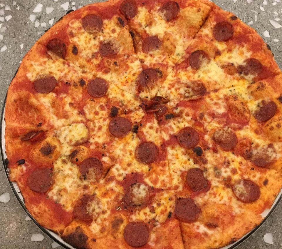 Pizza American  $20