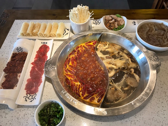 麻辣牛油和菌湯鍋