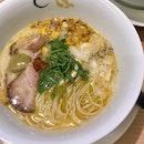 牡蠣白湯ラーメン  $15.90