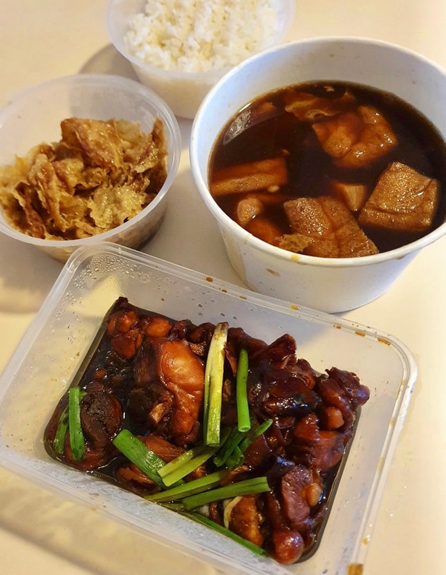 嘉賓肉骨茶 (湯)   花雕雞   腐竹   白飯  $22.11