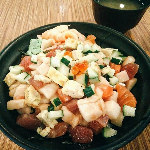Who would have known that there will have decent & affordable Bara Chirashi inside a food court?