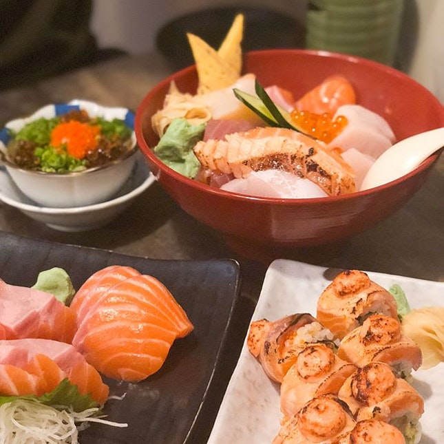 @ The Sushi Bar 2nd visit in a week, tell me about it🤣😋 AND OMG $3.90 PROMO FOR MY SASHIMI YAY - 🍽 FUD FOR THE TUMMY • Normal Chirashi Don ($24.90) • Chicken Yakitori ($8.90$ • Sake Sashimi 3pc ($3.90) • Pitan Tofu ($6) • Salmon Aburi Roll ($16.90) • Hot Green Tea ($2)
