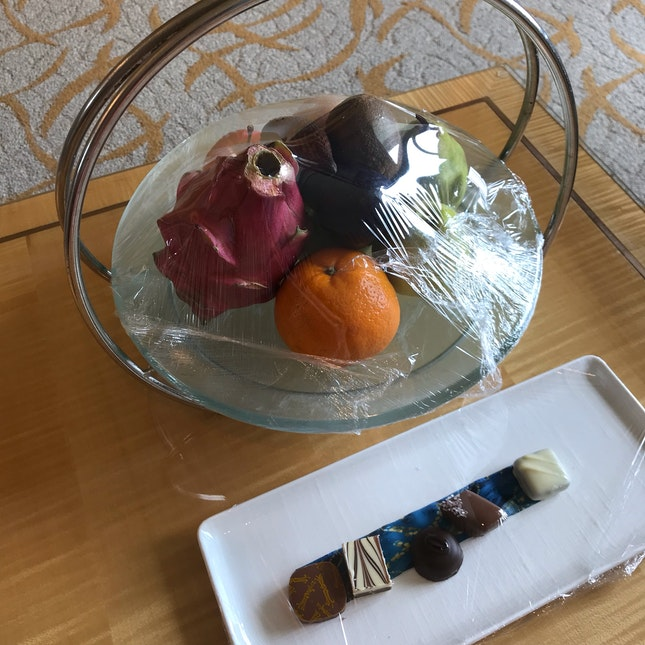 Complimentary Fruit And Chocolate Platter