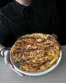 ~ 전 ~ Besides their Galmaegisal(Seorae's signature premium pork skirt meat), Woosamgyeob(US beef shortplate), Samgyeobsal(Pork belly) & LA Galbi (Succulent US Prime beef short-ribs cut across the bones), don't forget to order the Haemul Pajeon (in frame, $17.90) too; traditional Korean pancake with fresh spring + green onions & succulent seafood!