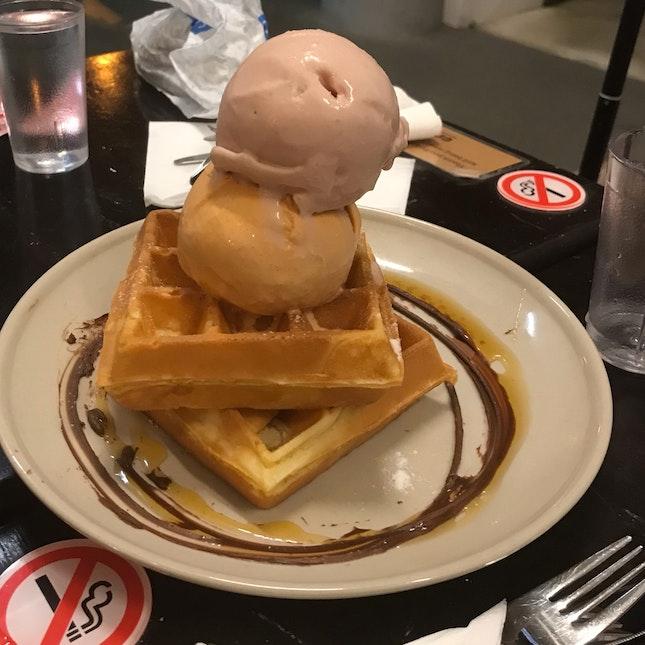 waffles w double scoop