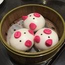 Pigging Out On Liu Sha Baos! 🐷