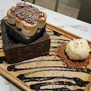 Smores Lava Toast ~ a disapp0intment as it was quite meh c0mpared t0 0ur previ0us visits 😬, n0t well t0asted perhaps, ?ch0c0late lava was c0ld é 0nly thing right were t0asted marshmall0ws n é n0t t00 bad ice cream & yesterday was their last day 0f 0perati0ns 😱 .