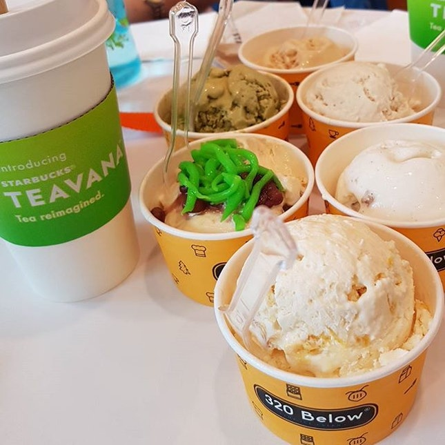 tea break 🍧☕😋😋 #320below #starbuckssg #nitrogenicecream #americano #skinnylatte #familyday #cafesg #sgcafe #sgfood #sgfoodie #sgfoodies #sgeats #sgig #igsg #desserts #foodporn #foodstagram #openricesg #burpple #eatbooksg #sgmakandiary #swweats #nomsterofficial 📷: #s7edge