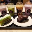 desserts come b4 main 😁 frappes + cakes f0r é win!