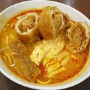 "Laksa ✕ Klang Bak Kut Teh macam f00d c0urt standard just with é ""MY price tag"" 🙄 • • • • • • • • • • #malaysiaboleh #sgfoodie #sgfoodies #sgeats #sgeatout #sgig #igsg #foodporn #foodspotting #foodinsing #foodie #instafoodsg #jiaklocal #burpple #burpplesg #swweats #hungrygowhere #weeloysg #eatbooksg #laksa #bakkutteh"