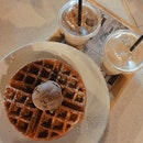 last aftern00n c0ffee & waffle with @yahavagramsg @ Jalan Gelenggang bef0re they shift!