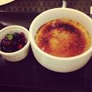 Creme Brûlée w Berries 😍 @shannengayle #cremebrulee #dessert #cornerstone