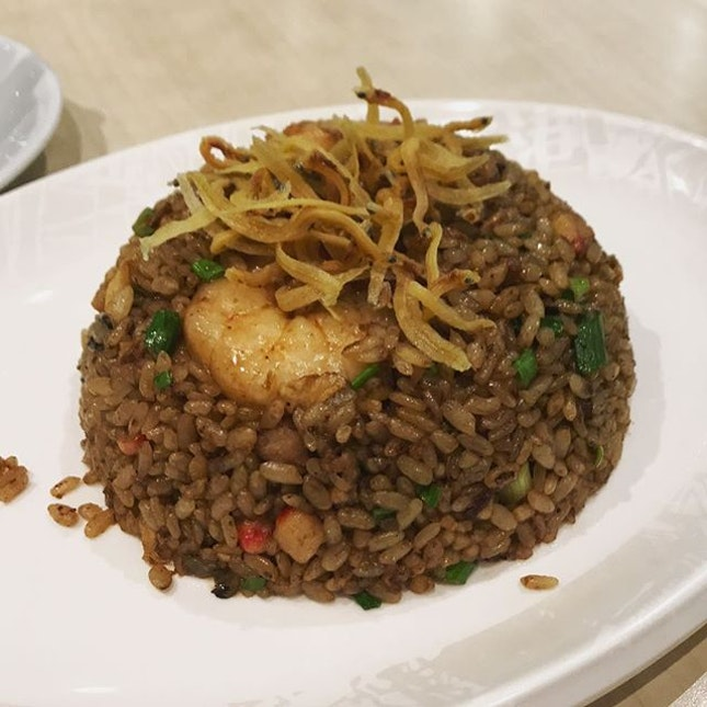 Wasn't expecting much from the specialty #friedrice from #xinwanghongkongcafe at first but was pleasantly surprised by the wok hei at first bite!