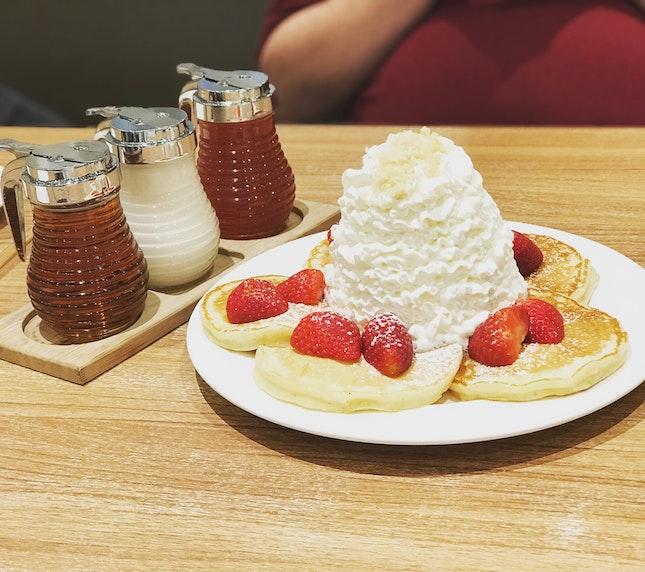 Fresh Strawberry, Whipped Cream & Macadamia Nuts Pancakes ($$/$$$$)