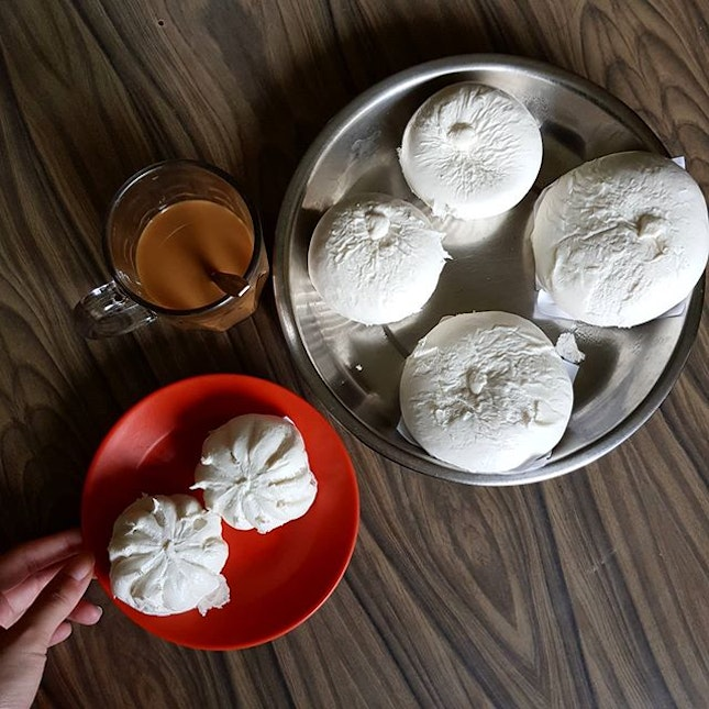 Introduced by our cousins, I got to try fresh handmade baos from @lovelies.sg which I have reviewed on my blog.