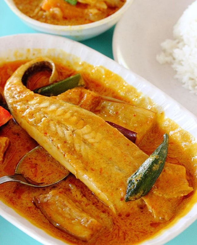 [Hai Nan Hometown Curry] - Assam Curry Stingray at Ghim Moh Food Centre for lunch.