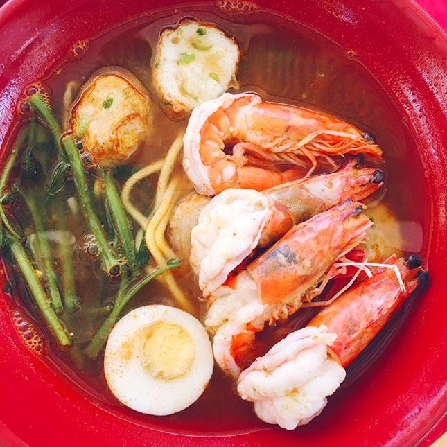 Tried Prawn Village ($4 for a bowl of prawn mee soup/dry) recommended in The Sunday Times.