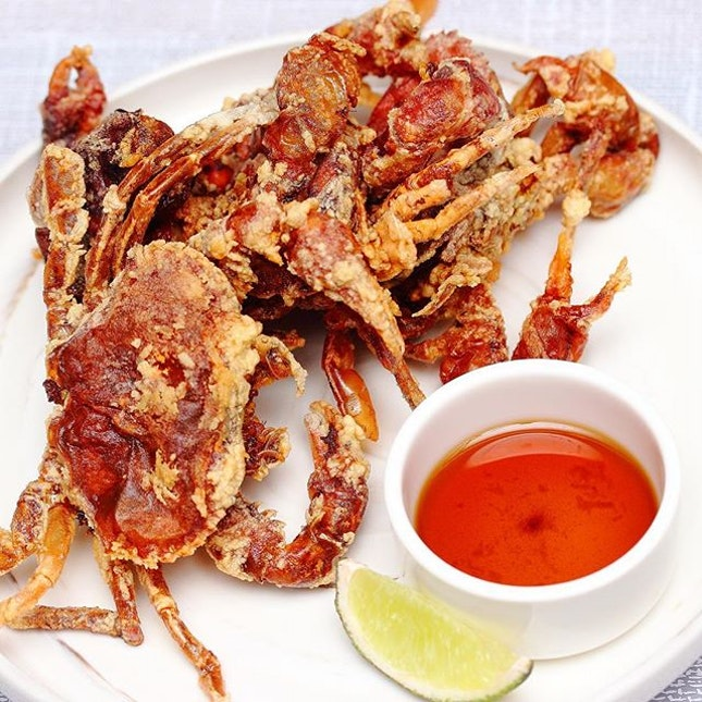 [Mo'mor Izakaya] - The crispiness of the Soft Shell Crab ($12) with its natural sweetness, may looked simple but works wonderful on the palate with a dash of the lemon and a dip of the tempura sauce.