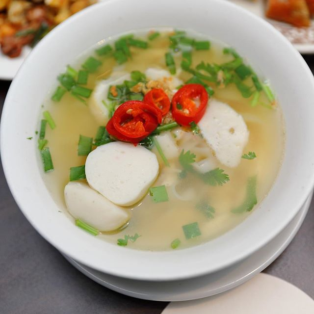 [White Rose Cafe, York Hotel] - The Kway Teow Soup comes with smooth rice noodles and bouncy fish cakes and fish balls.